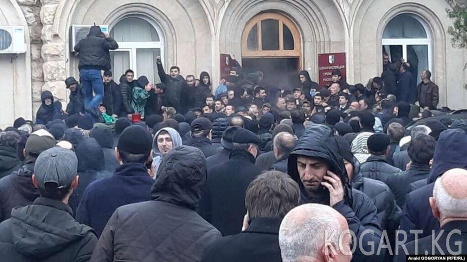 Абхазияда оппозиция президенттин имаратын басып алды