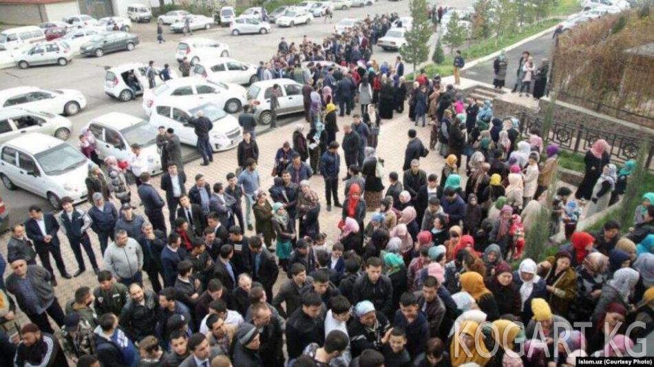Ташкентте Куран китебин сатып алууну каалагандардын кезеги жаралды