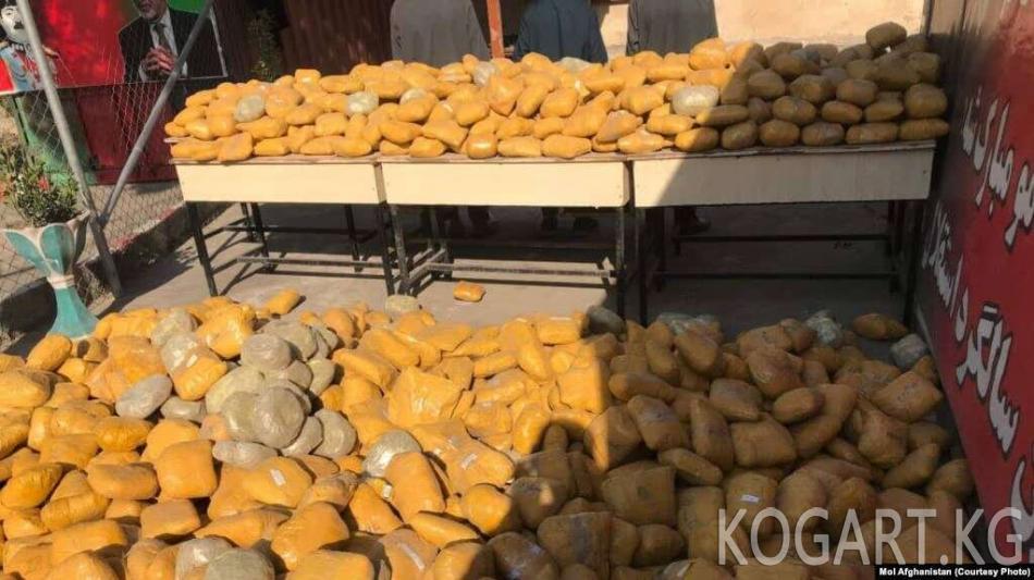 Кыргызстанда маңзат ташыган топ кармалды