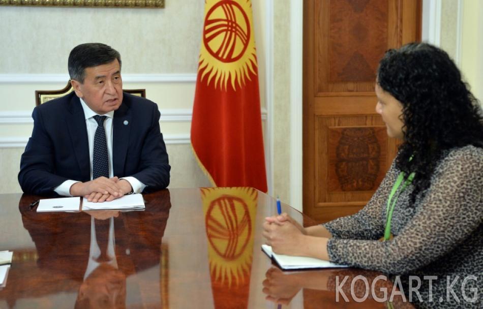 Президент Сооронбай Жээнбеков Азия өнүктүрүү банкынын Кыргызстандагы туруктуу өкүлчүлүгүнүн директору Кэндис МакДейган менен жолугушту