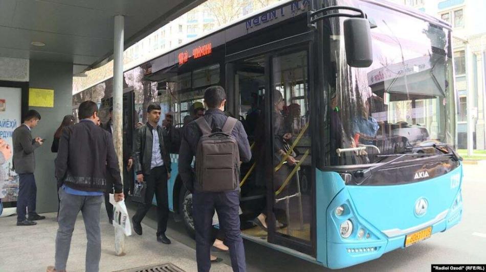Душанбеде коомдук транспорттор дезинфекцияланат