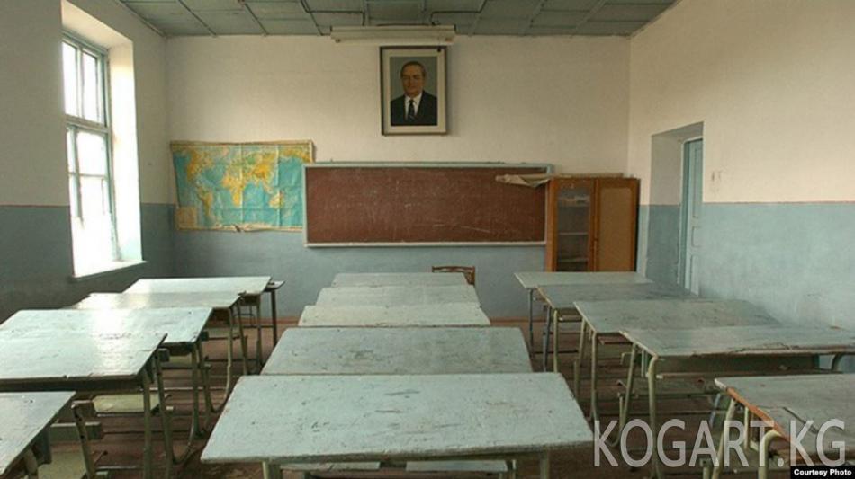 Өзбекстанда пандемия маалында мугалимдер окуучулардын үйлөрүн кыдырууга...
