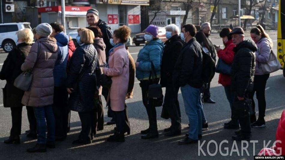 Орусияда балдарга жөлөк пул алууну каалаган жарандардын кезеги...