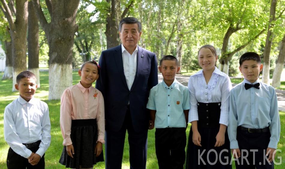 Президент Сооронбай Жээнбеков «Мээрим» теледолбооруна катышкан —...