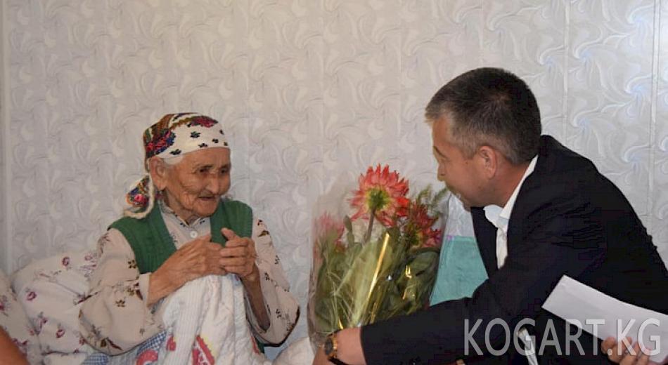 Өкүл Мирзахмедов Сузак районунун 100 жаштагы тургунунан кабар алды...
