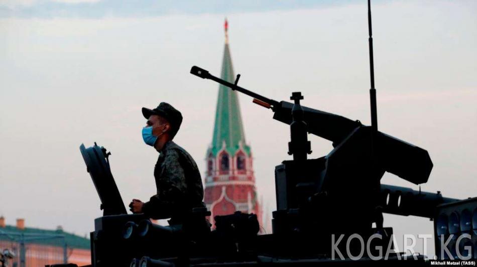 Путин пандемия маалында Москвада парад өткөрдү