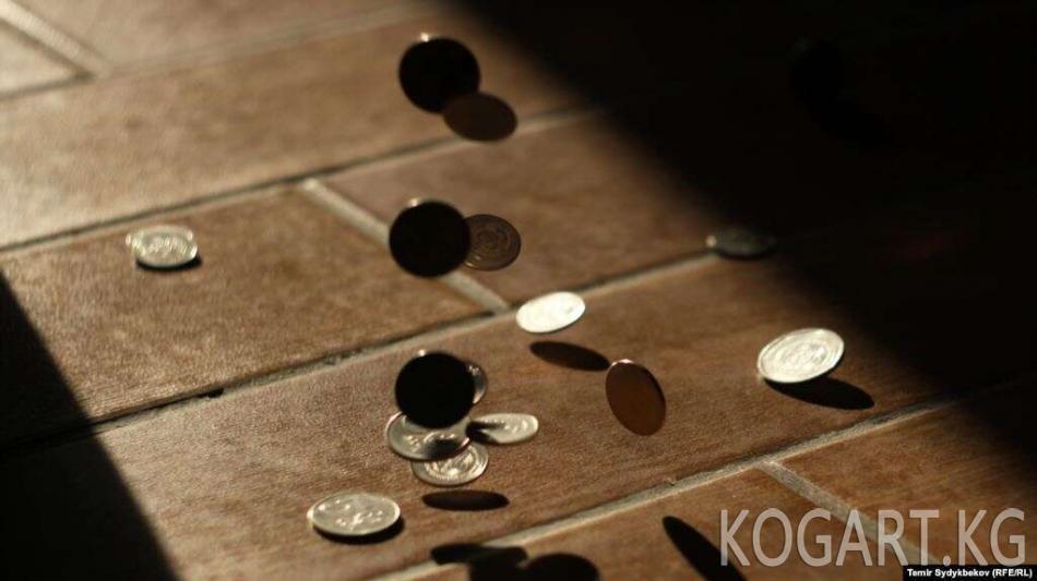 Өкмөт: Дарыгерлердин кошумча маянасы төлөнгөн