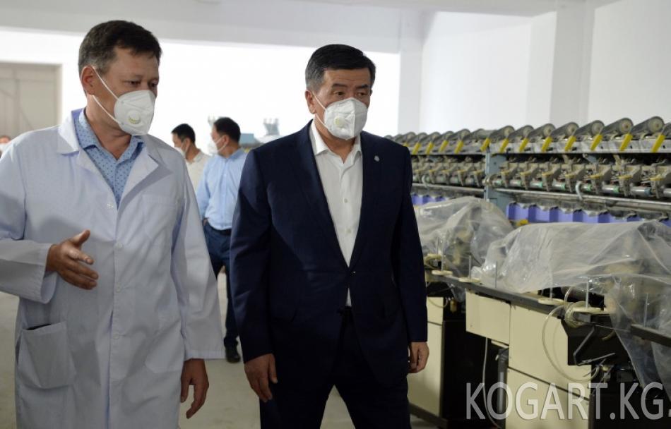 Президент Сооронбай Жээнбеков Чүй облусундагы медициналык бет кап...