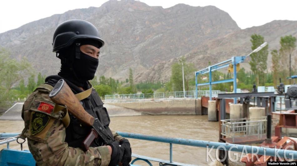 Кыргызстан Тажикстан менен чек арасын жапты