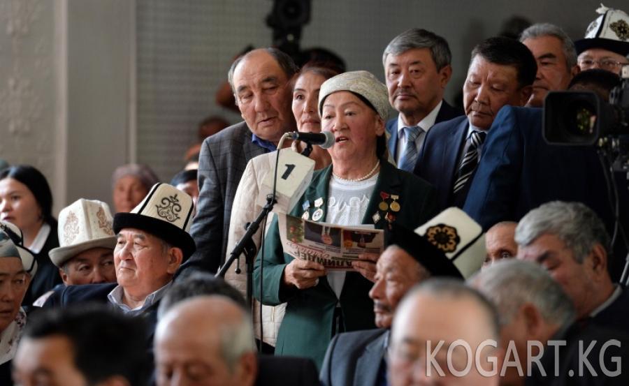 Президент Сооронбай Жээнбеков Токтогул районунун жашоочулары менен...